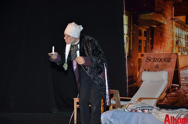 Scrooge ayakta alkışlandı-2