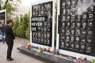 Рік у фото 2017 - Посол Йованович вшанувала пам'ять загиблих військових – учасників ATO та Героїв Небесної Сотні в Алеї пам'яті у Дніпрі, травень 2017 р.
