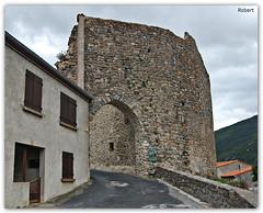 Mosset - La porte du château