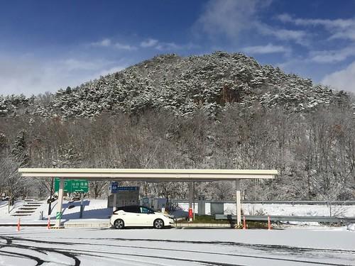 山形蔵王PA(上り)で充電中の日産リーフ