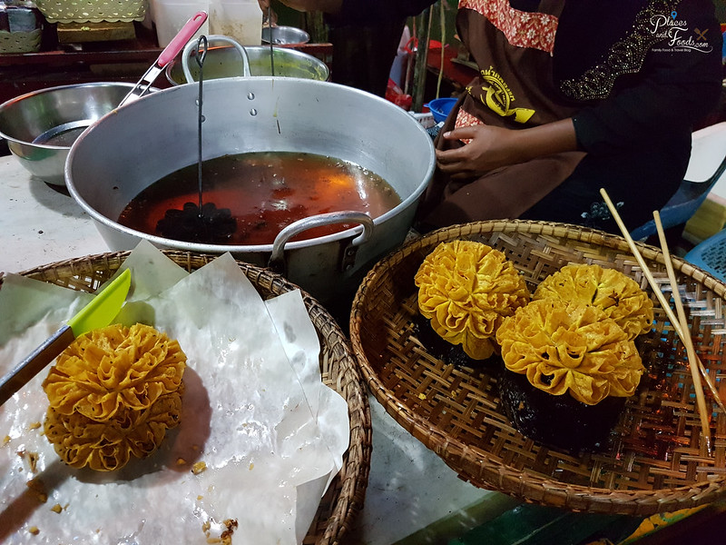 khlong hae night market fried kuih