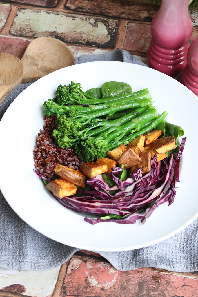 3 salad bowls to kickstart a healthy 2018, easy healthy meals, healthy salads, vegan recipes, vegetarian recipes, salad bowls, buddha bowls, buddha bowl recipes, katelouiseblog, food, katecooks,