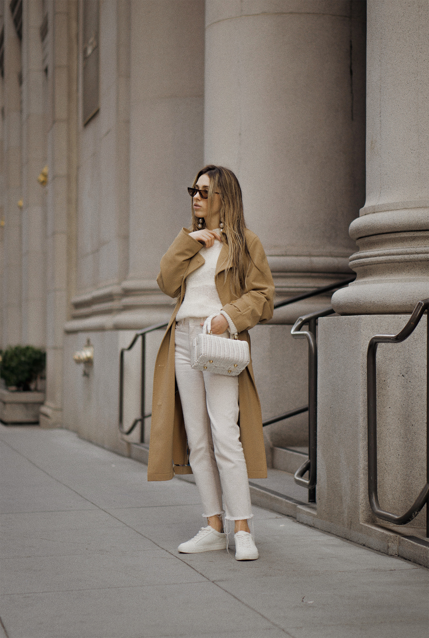 paulsmith_trenchcoat_vinceshoes_wicker_bag_white_outfit_freepeople_lenajuice_thewhiteocean_01