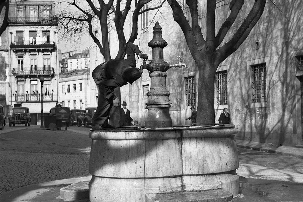 Chafariz do Largo do Soccorro, Lisboa (Fernando Martinez Pozal, c. 1945)