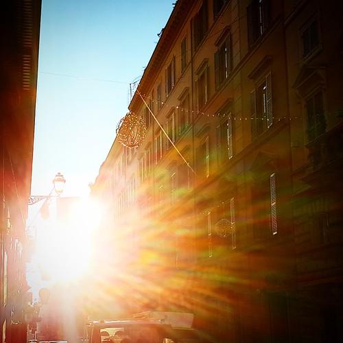 Roma: inizio luminoso di giornata