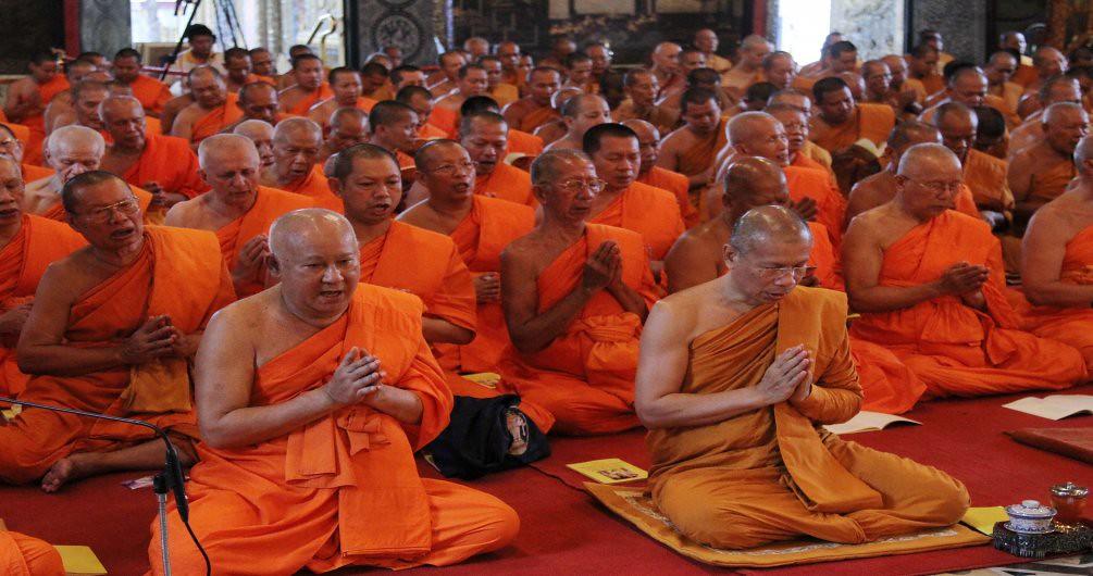Ilustrasi: para bhikkhu di Thailand.