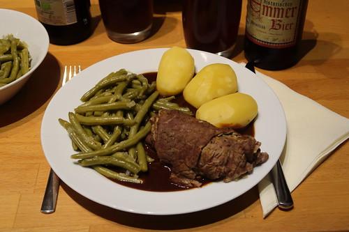 Rinderroulade mit viel Soße, Bohnen und Salzkartoffeln (Resteverwertung Raclette)