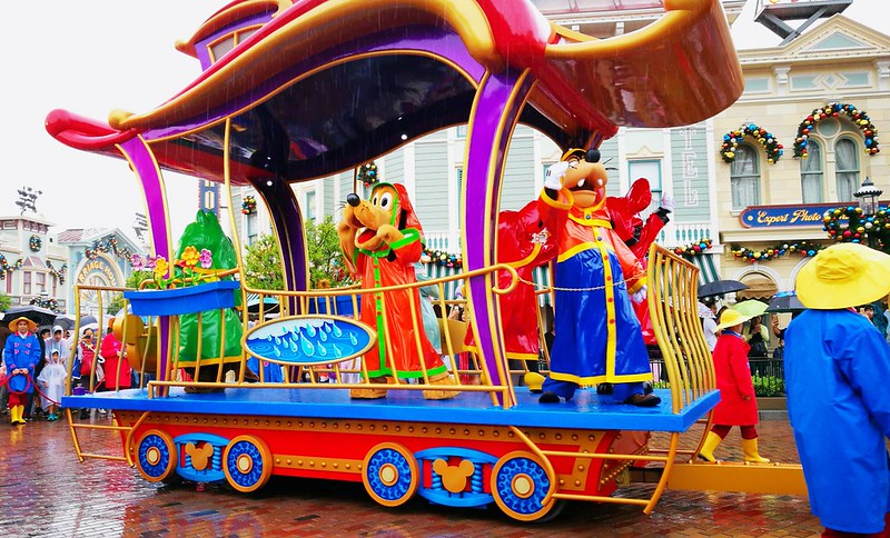 HK Disneyland Parade | www.wearejuanderers.com