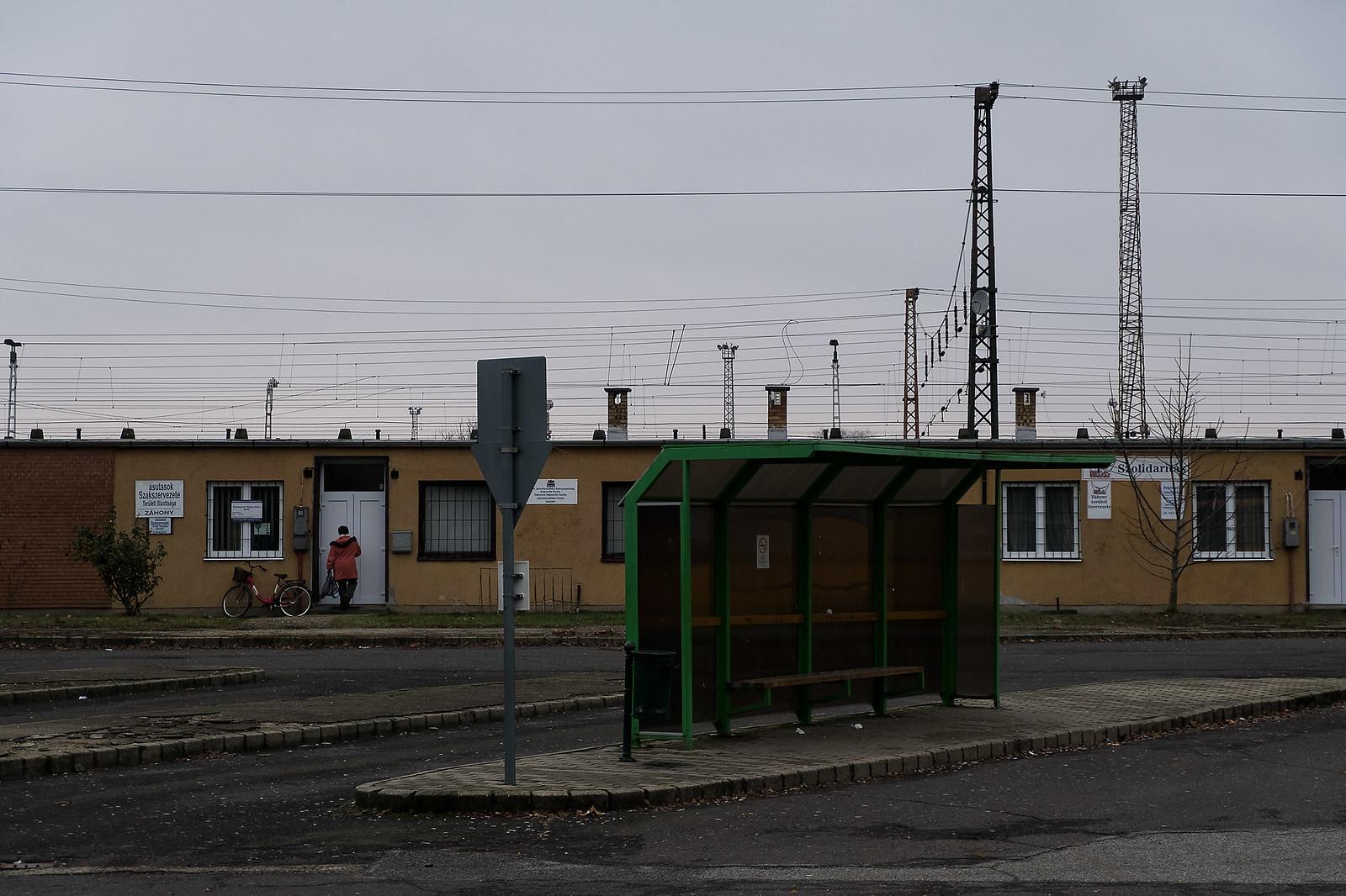 Buszpályaudvar a vasútállomás mellett Záhonyban | Fotó: Magócsi Márton