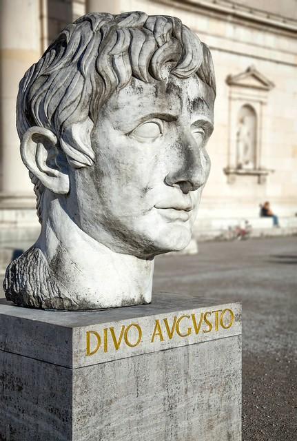 Monumentalbildnis Kaiser Augustus