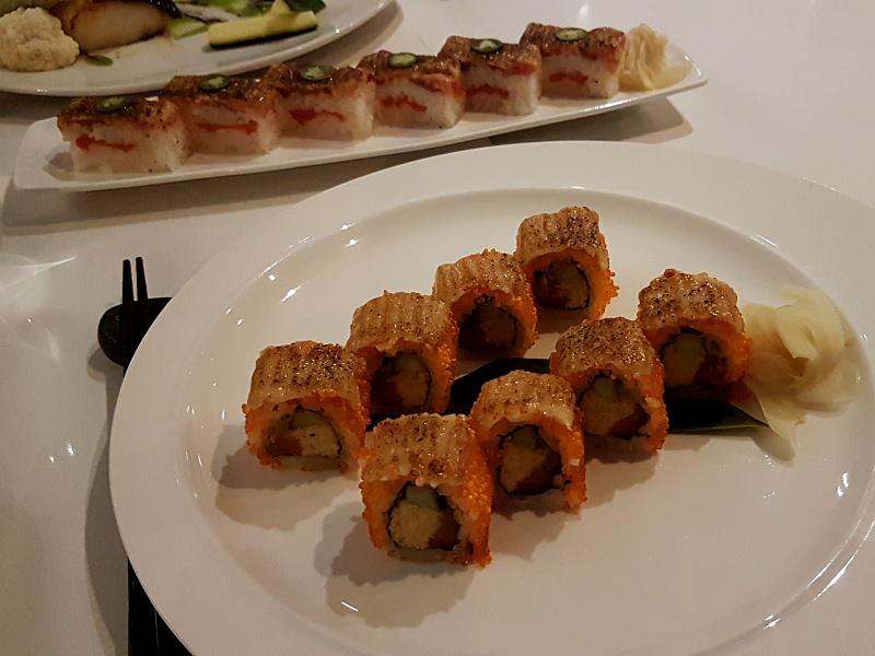 Miku Roll Salmon Oshi