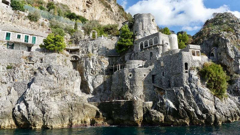 Italie, Côte amalfitaine, Fiordo di Furore, bâtiment à l'entrée de la faille