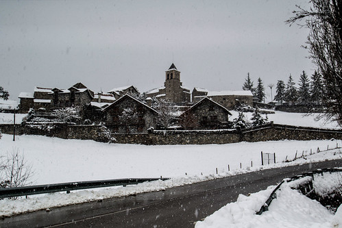 Aísa bajo la nevada
