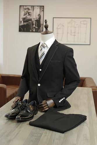 高雄最潮西服欽點英國布料三劍客Holland&Sherry量身訂做西裝戰袍
