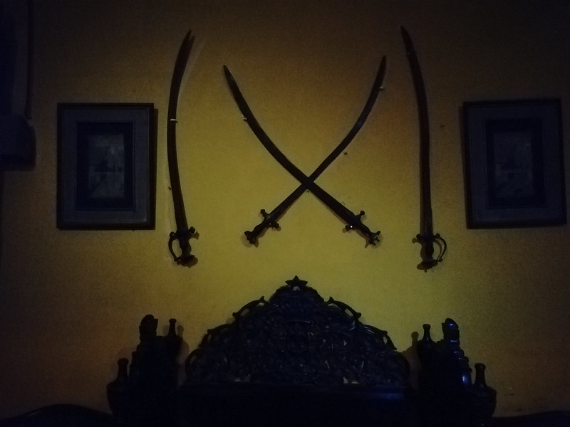 Swords on the wall with Mate 10 Lite