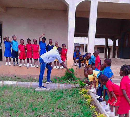 Fisayo Ogundiya teaching the children at St Louis NPS, Ondo,  about flowering plants