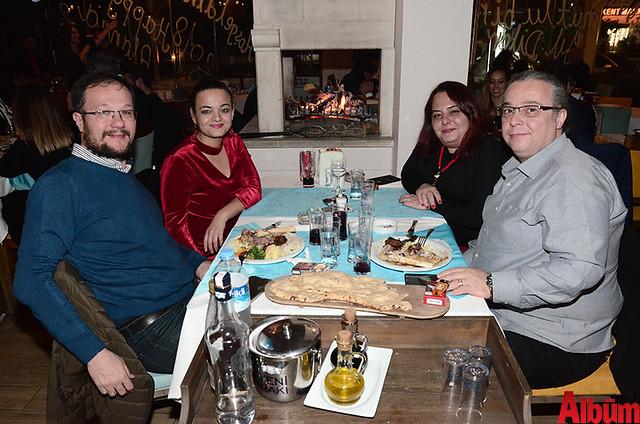 Zuhal Ayaydın ve dostları Alanya Et & Balık'ta oldukça keyifli bir akşam geçirdi.