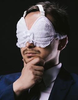 紳士們的必備小物!讓你的午休時間變成幸福時光~【幸福的胸罩型眼罩】至福のブラジャーアイマスク