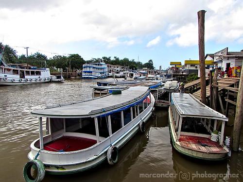 Barcos no Igarapé da Fortaleza