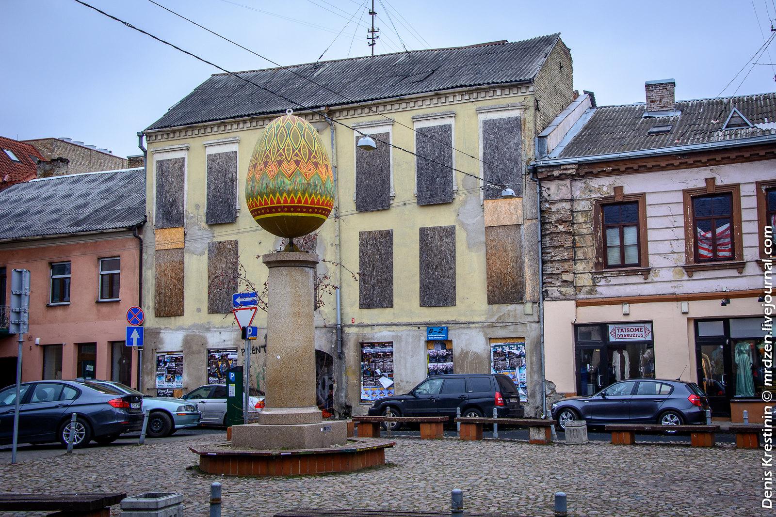 Вильнюс. Маргутис (пасхальное яйцо) на пересечении улиц Святого Стяпоно и Пилимо.