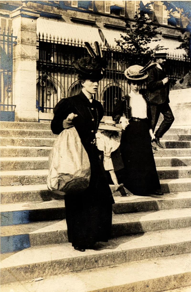 Coming down the steps to Rue de Rivoli, Paris, 1906