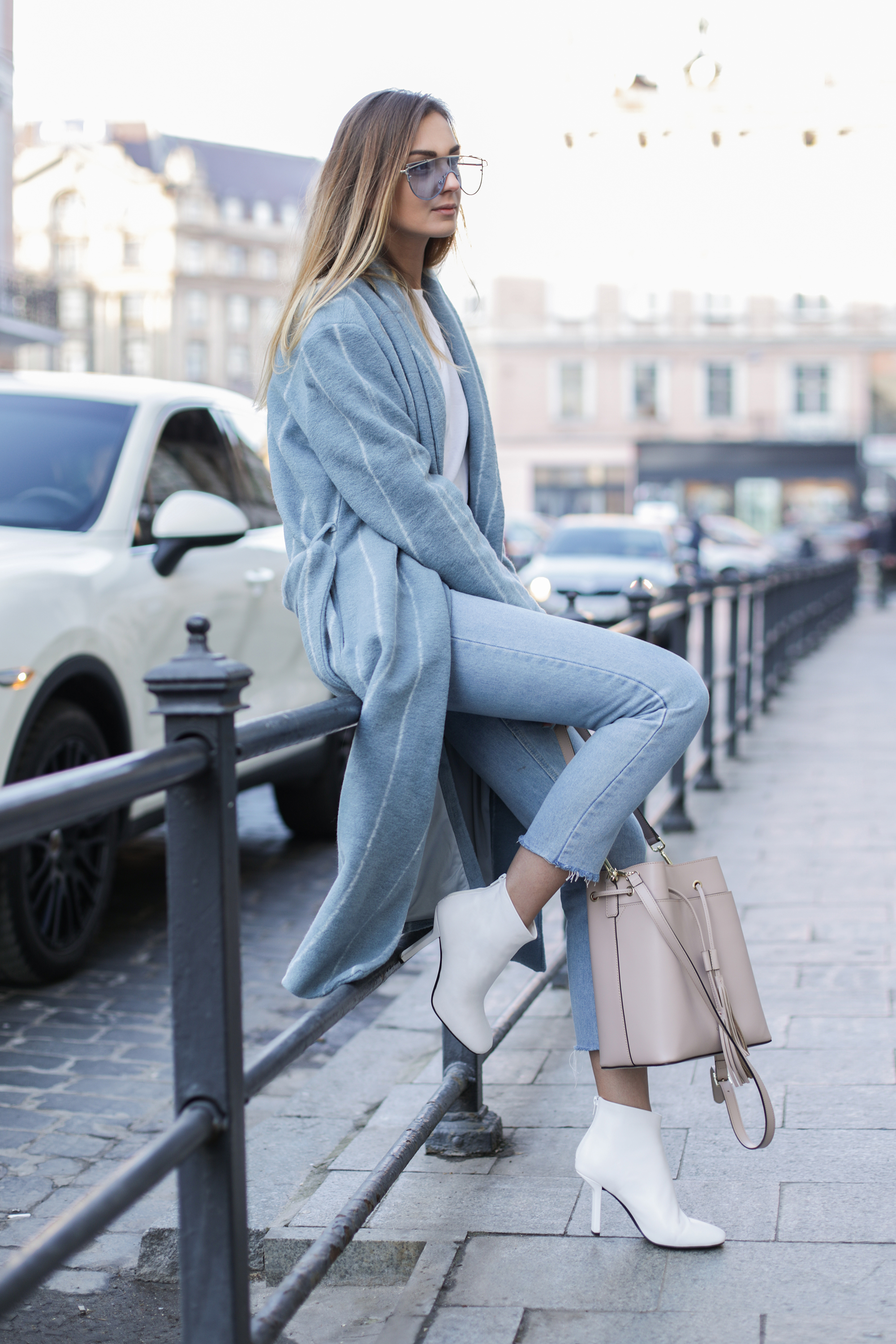 white-boots-how-to-wear-winter-outfit