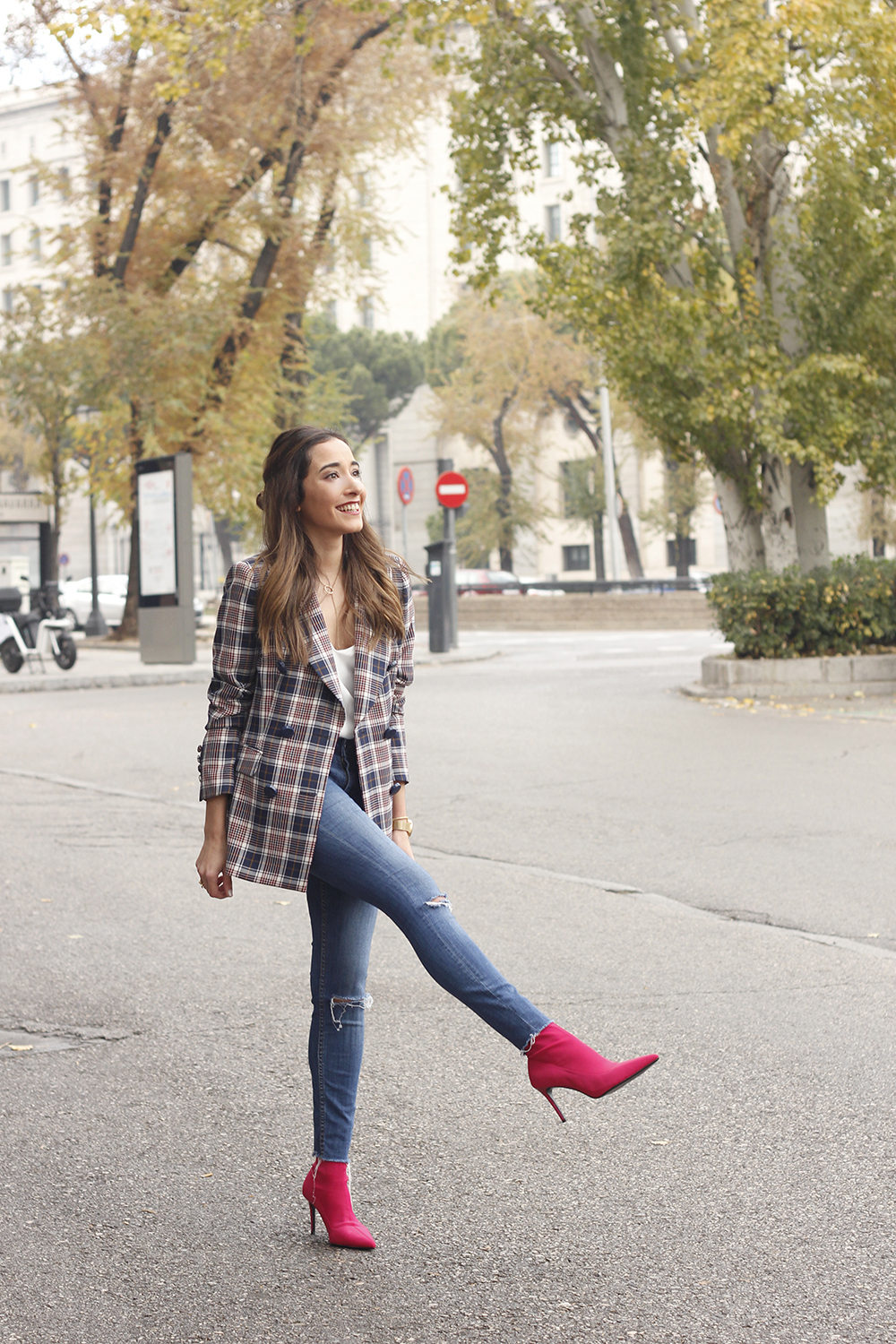 check blazer ripped jeans pink booties street style fashion outfit06