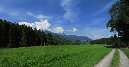 20170615 05 067 Jakobus Wolken Berge Wald Wiese Weg_P01