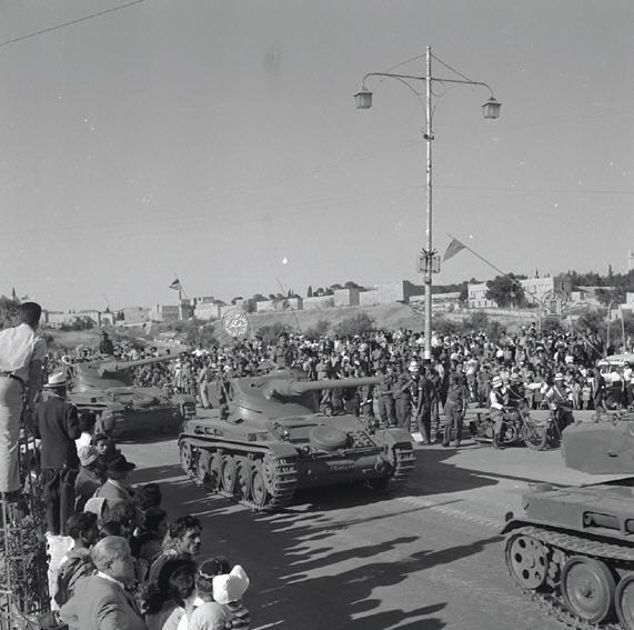 AMX-13-id-parade-jerusalem-19580501-kkl-1