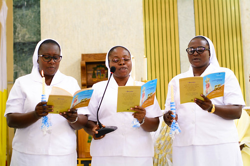 Sisters Susan Didam, Fidelia Amoko and Margaret Dauda singing