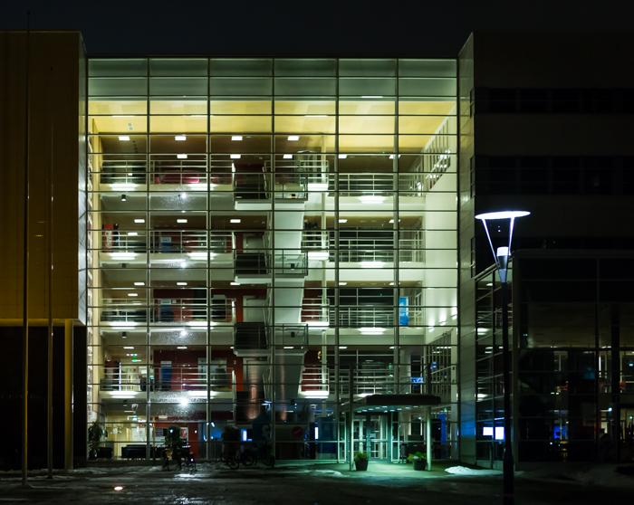 jyväskylä lutakko yökuvaus night photography arkkitehtuuri architecture valaisu rakennus