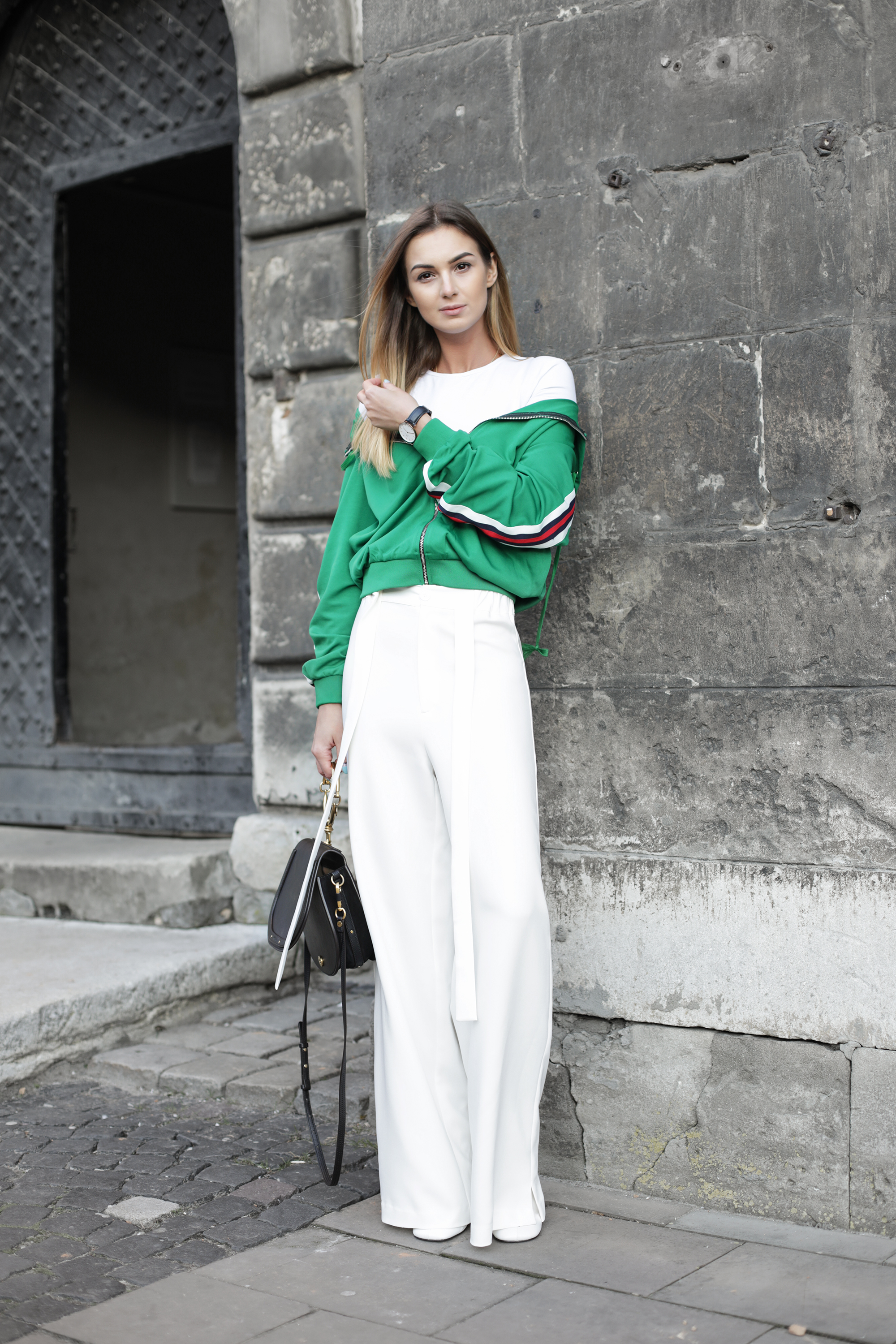 outfit-street-style-white-palazzo-pants-green