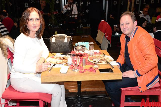 Berrin Gülderen ve Timur Külbey birlikte oldukça keyifli bir akşam geçirdi.
