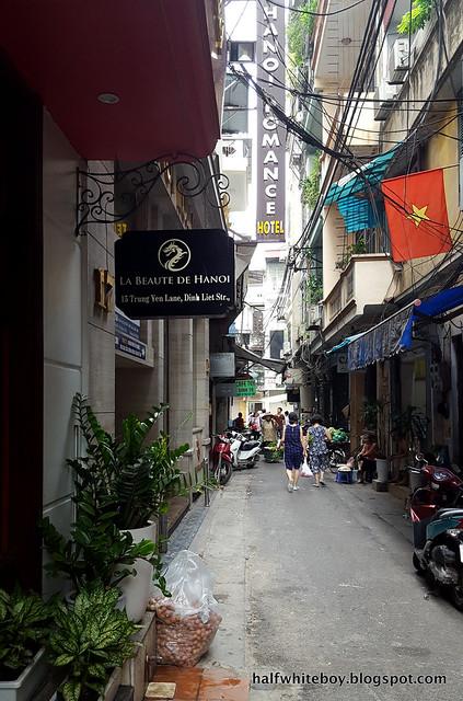 halfwhiteboy - la beaute de hanoi hotel vietnam 03