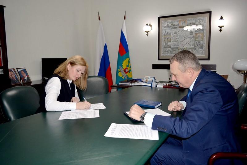 Подписание Соглашения о сотрудничестве между Представительством МИД России в Калининграде и Уполномоченным по правам ребенка в Калининградской области