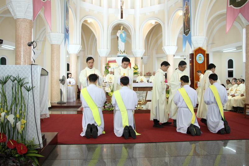 Thánh Lễ Truyền Chức Linh Mục Giáo Phận Qui Nhơn - Ảnh minh hoạ 70