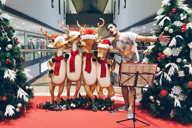 halfwhiteboy - holiday reindeer fun in maroon shorts 01