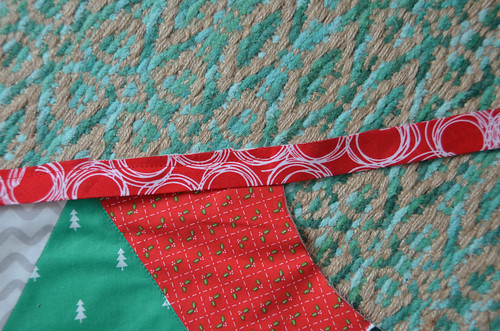 "1a. When you approach a 90-degree corner, sew to 1/4"" from the edge and backstitch a few stitches."