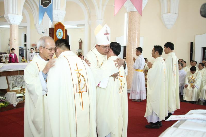 Thánh Lễ Truyền Chức Linh Mục Giáo Phận Qui Nhơn - Ảnh minh hoạ 106