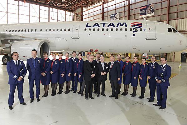 LATAM A321 y presentación tripulación vuelo Papal 2018 (LATAM)
