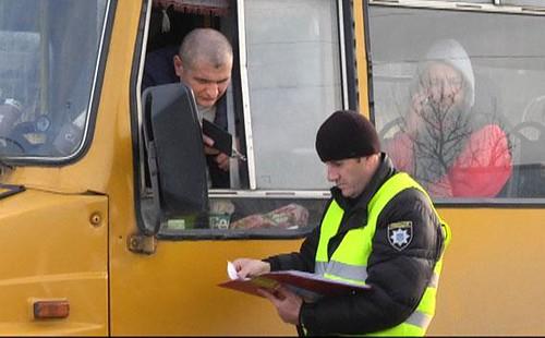Рівненська поліція оштрафувала водіїв маршруток, які брали багато пасажирів