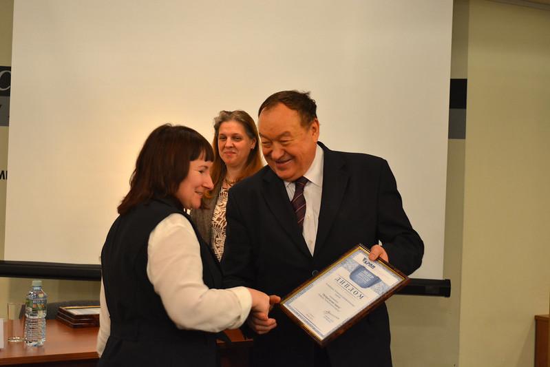 Вручение диплома Лидер продаж 2017