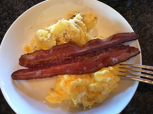 Scrambled eggs, scalloped potatoes and bacon