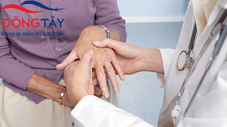 Run tay do rối loạn vận động là trường hợp nhiều người đang thắc mắc về hướng điều trị
