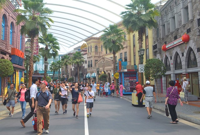 Must-Rides in Universal Studios Singapore hollywood walk