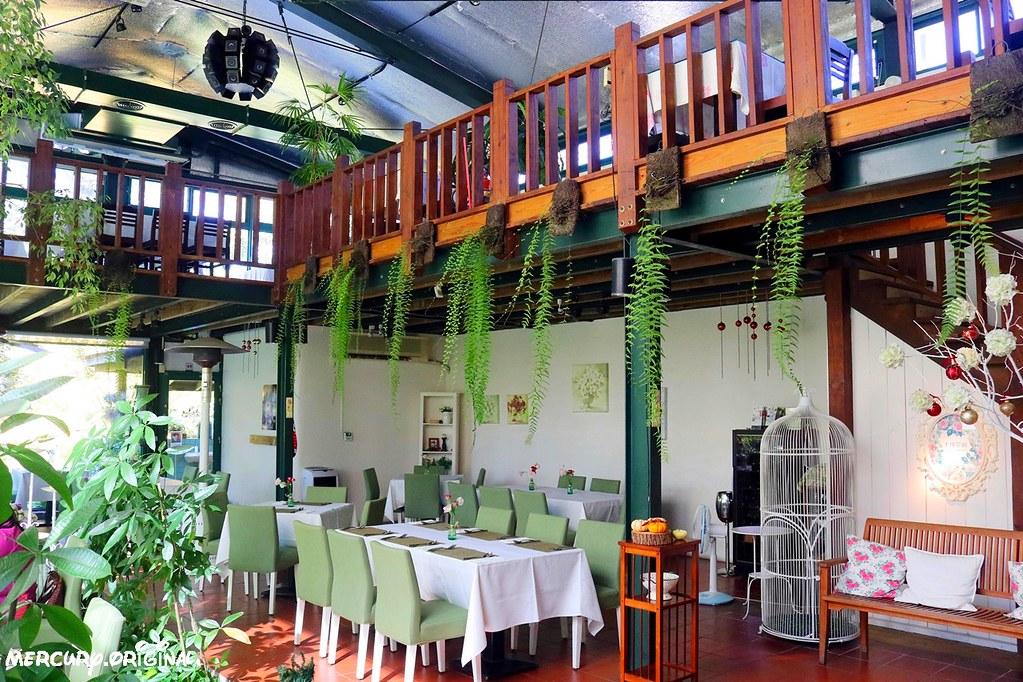 39159877212 8b883f2a03 b - 熱血採訪|新社千樺花園餐廳,森林裡的玻璃屋咖啡廳,品嚐無菜單法式料理