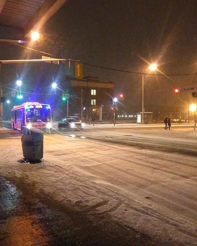 Snow as the 29 approaches #toronto #dufferinstreet #dufferin #29dufferin #snow #night #ttc #buses #bloorcourt #bloordale #bloorstreetwest