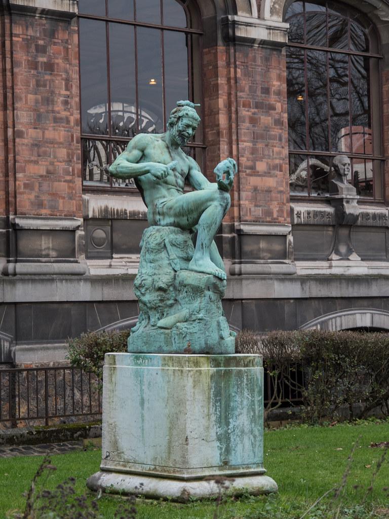 Statues du Jardin des Plantes 39238080581_ccf23b1531_b