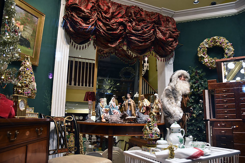 Picture Of 2017 Holiday Window 1A Of Scully & Scully Located At 504 Park Avenue At 59th Street In New York City. Scully & Scully Is A High End Home Goods Store. Photo Taken Wednesday December 20, 2017