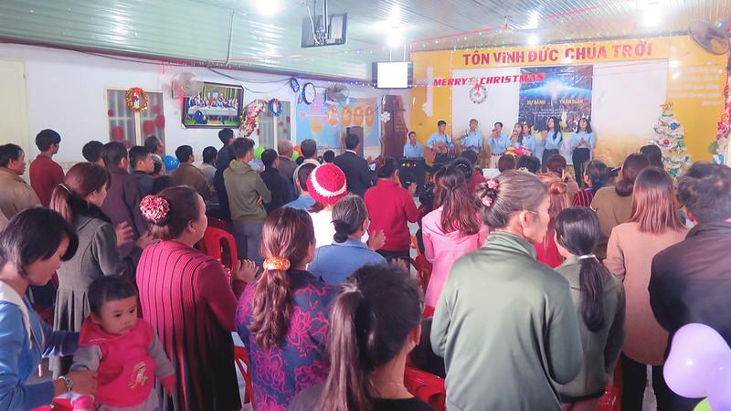 Hội Thánh DakNong - Giáng sinh có 120 người tham dự có 7 người tin nhận Chúa (2)